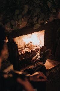 Calentando tus pies con leña de encina