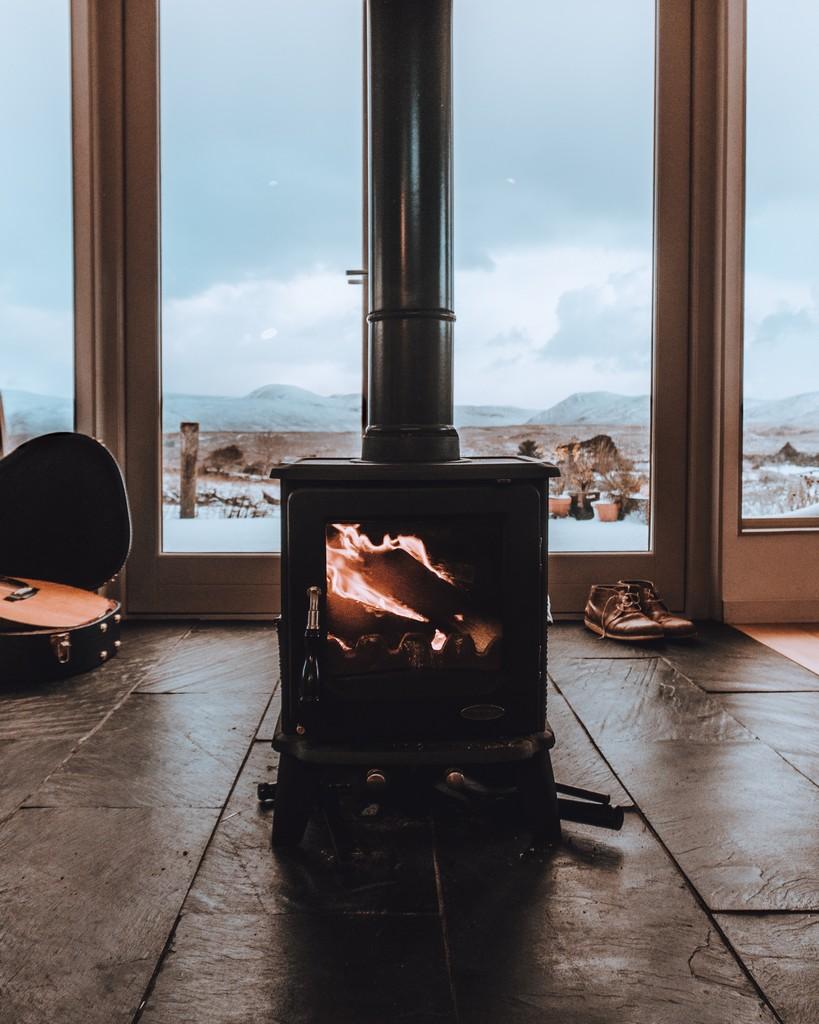 Que frio fuera que calorcito dentro con la chimenea